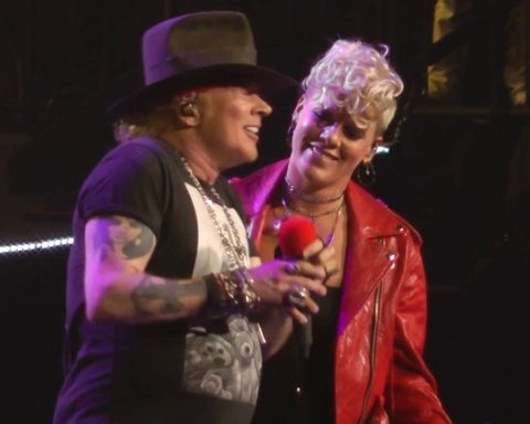 Pink Duets with Axl of Guns N' Roses on 'Patience' at Madison Square Garden