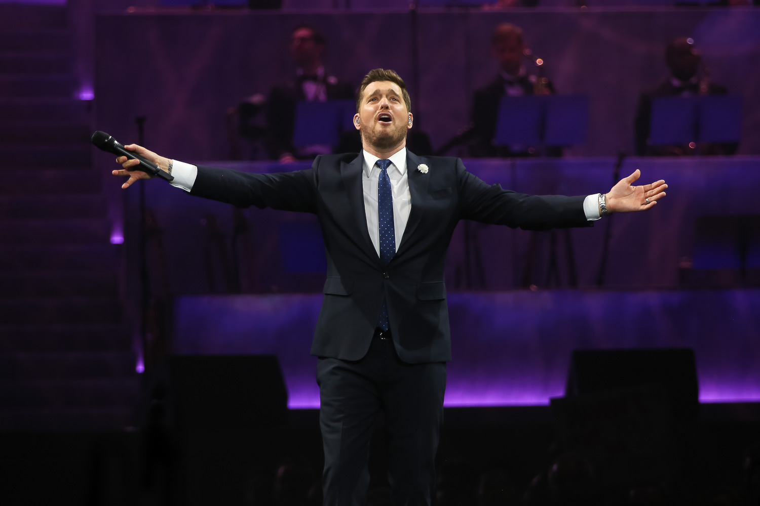 Michael Buble Christmas Special 2019.Michael Buble The Canadian Crooner Woos Crowd In Oakland